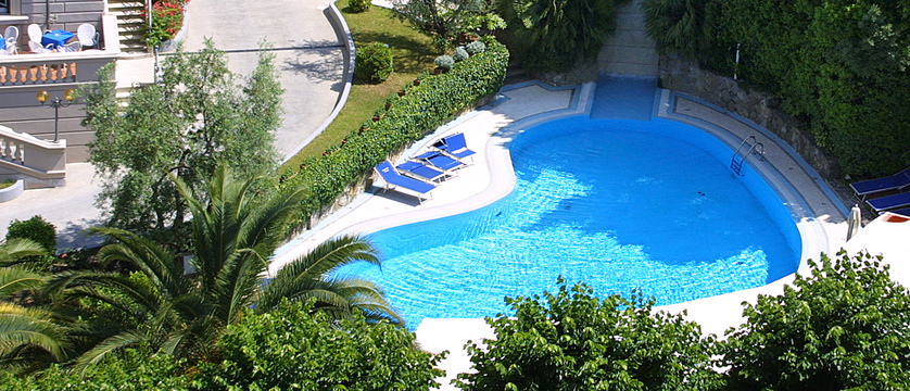 grand-hotel-vittoria-pool.jpg